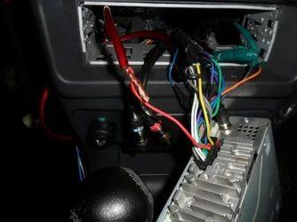 Как соединить провода магнитолы в машине?
